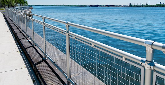 Philadelphia Naval Shipyard - Speed-Rail® w/Wire Mesh Infill